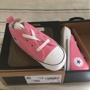 NWT Converse sneakers